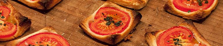 appetizer tomaten k se bl tterteig mit dijon senf. Black Bedroom Furniture Sets. Home Design Ideas